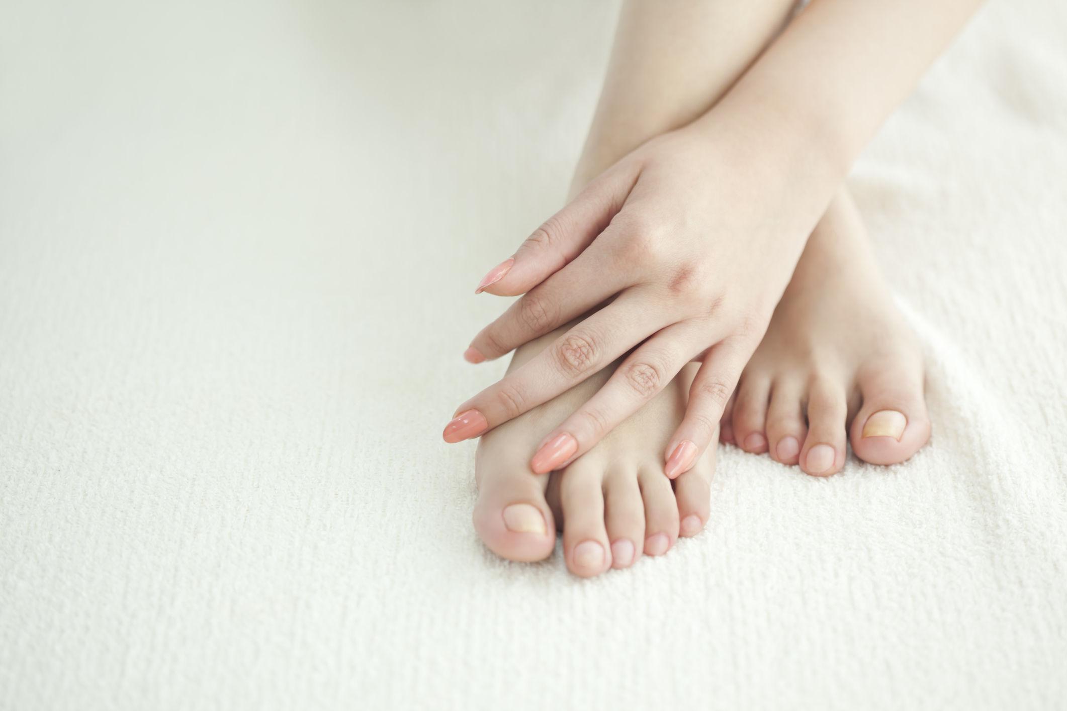 Зудят стопы ног