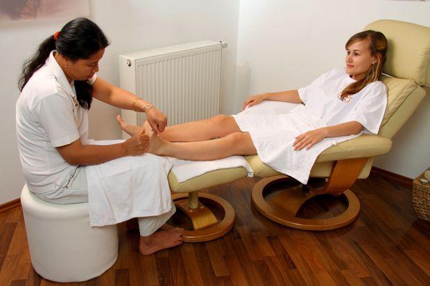 Мягкое удобное кресло для массажа